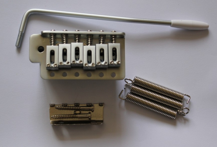 Satin Chrome,Strat Tremolo Gutiar Bridge CHROME Tail,10 5mm string  space,with half slope block,SB-001SATINCR